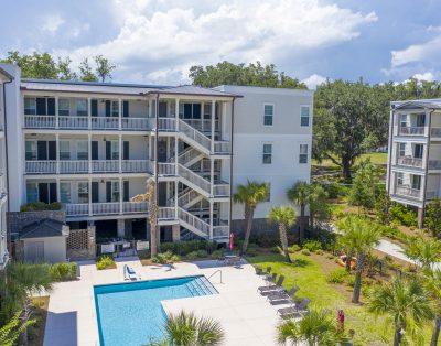 3 Bedroom/2Bath top-floor 3rd level condo overlooking park