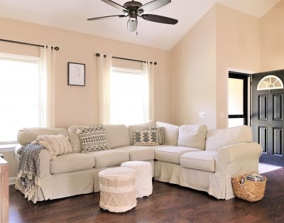 2BR/2BH house. Cleaning service and gift basket included